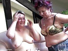 Partito del sesso maturo con mamme e ragazzo